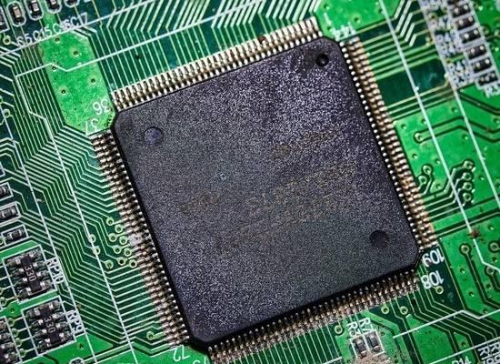 В РПЦ осудили идею о вживлении чипов в мозг человека