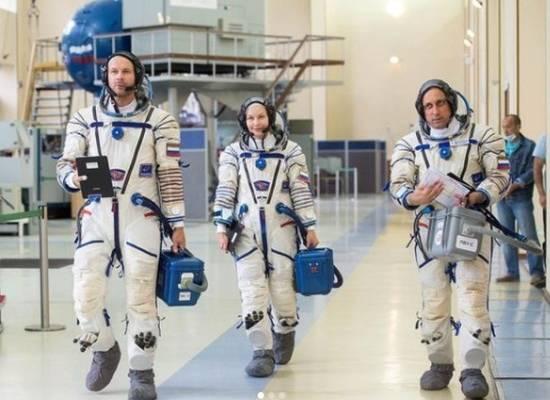Юлия Пересильд опубликовала фото подготовки к полету в космос