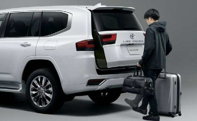 В Японии начались «живые» продажи Land Cruiser 300, но ждать машину придется до четырех лет