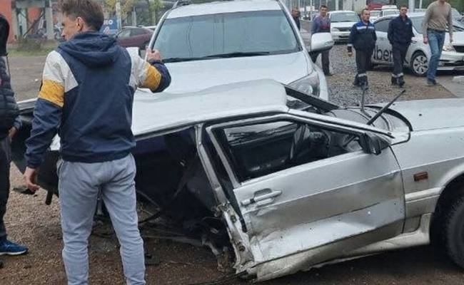 ВИДЕО: авария с шестью машинами в Уфе