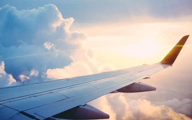 Семь человек пострадали при жесткой посадке пассажирского самолета в США