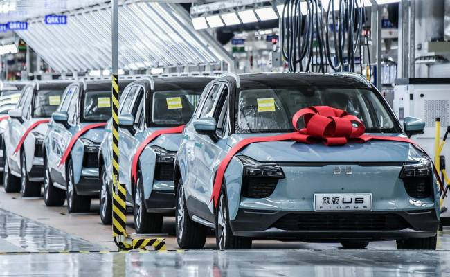 Китай хочет укрупнить производителей электромобилей: их расплодилось слишком много