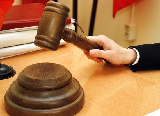Бармен, покалечивший клиента пивной бочкой, заплатит полмиллиона рублей