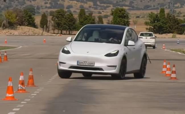 Электрический кроссовер Tesla Model Y удивил результатами «лосиного теста»