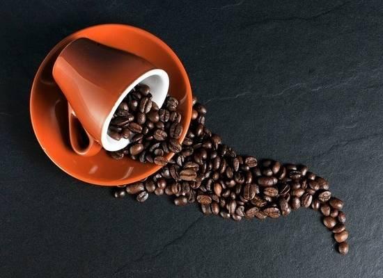Россиянам раскрыли полезные и вредные свойства кофе