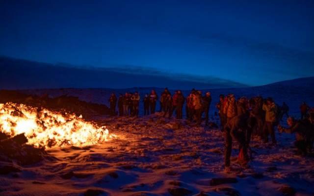 Лава от извергающегося вулкана на Канарских островах достигла океана