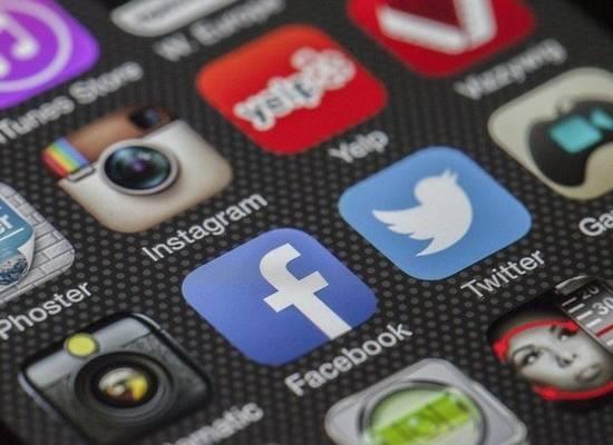 Facebook извинился за блокировку постов с хохломой